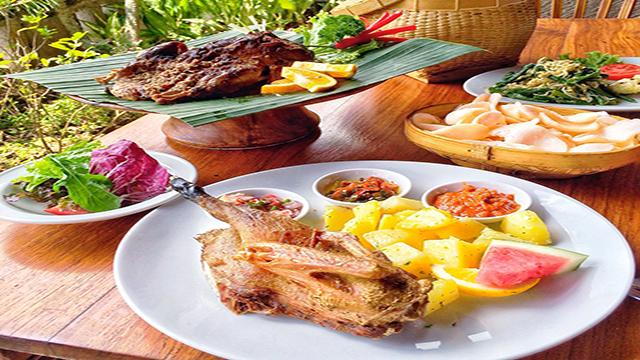 makan siang di bebek bengil di Ubud